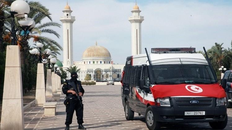 مقتل شرطي واعتقال 9 أشخاص يشتبه بتورطهم بقتله في تونس