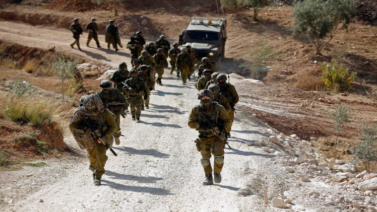 إسرائيل تعتقل 3 فلسطينيين مرتبطين بـ
