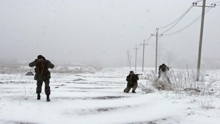مقتل 4 جنود أوكرانيين في قصف ليلي متبادل شرق البلاد
