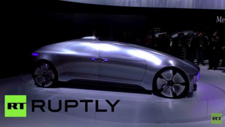 بالفيديو.. مرسيدس تكشف النقاب عن سيارة F015