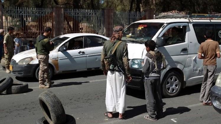صنعاء.. مظاهرات تطالب بتنحي الرئيس والحوثيون يختطفون قبليين