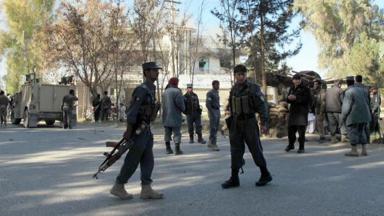 شرطي أفغاني يقتل قائده وحاكم منطقة بجنوب أفغانستان
