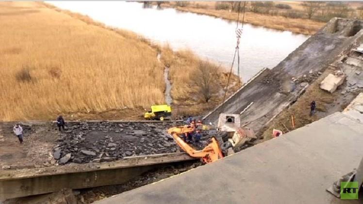 مقتل أربعة أشخاص في انهيار جسر في مدينة كالينينغراد (فيديو)