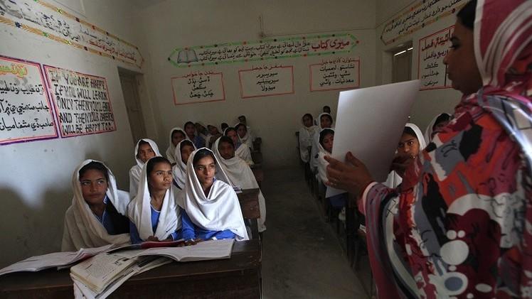 السماح لمدرسين باكستانيين بحمل السلاح