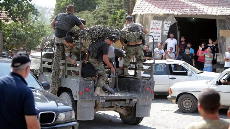الجيش اللبناني يعثر على سيارة مفخخة في عرسال ويعتقل 3 انتحاريين