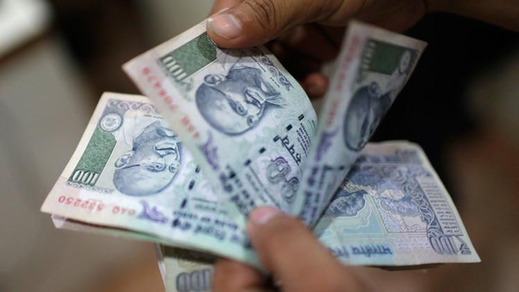 الروبية الهندية ترتفع إلى أعلى مستوياتها في شهر