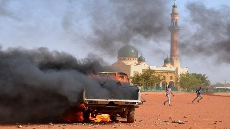 حرق 8 كنائس في النيجر خلال مظاهرات ضد رسوم