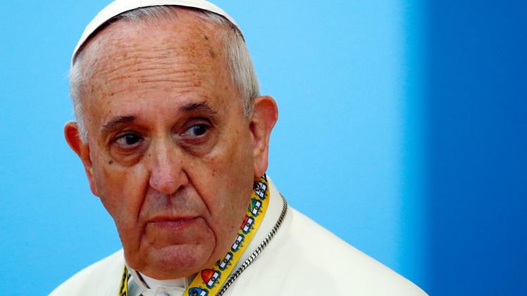 البابا ينصح الرجال بعدم المبالغة في الاعتداد برجولتهم