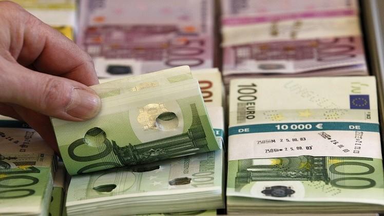 اليورو قرب أقل مستوى في 11 عاما