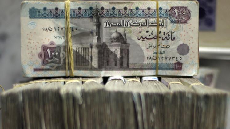 الجنيه المصري يواصل تراجعه أمام الدولار