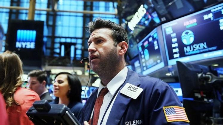 المؤشرات الأمريكية تتراجع بعد خفض توقعات النمو الاقتصادي العالمي