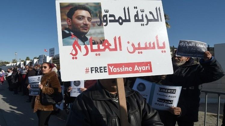 تونس.. حبس المدون ياسين العياري مدة عام بتهمة انتقاد المؤسسة العسكرية
