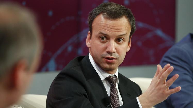 نائب رئيس الوزراء الروسي: روسيا لن تخفض إنتاج النفط بشكل مفتعل