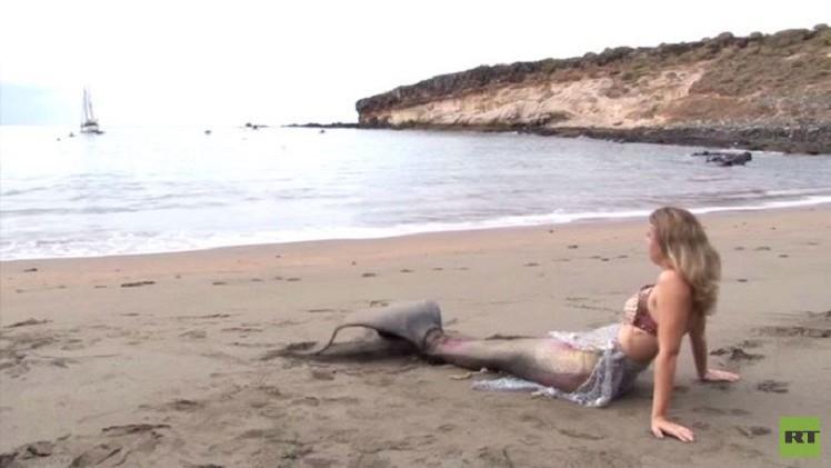 بالفيديو من إسبانيا.. هذه المرأة تريد أن تصبح حورية بحر