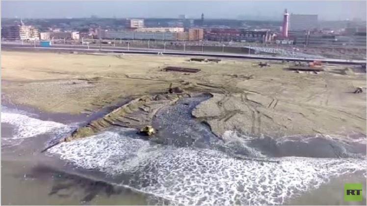 بالفيديو من هولندا.. بناء شاطئ لمكافحة ارتفاع منسوب البحر