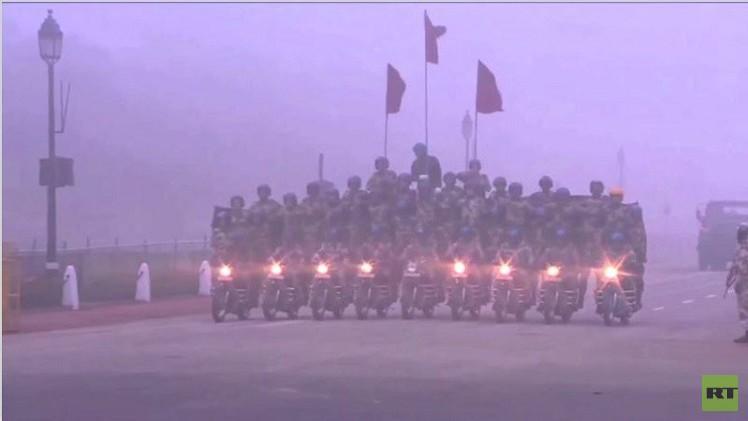 بالفيديو من الهند.. عروض عسكرية مثيرة على الدراجات النارية