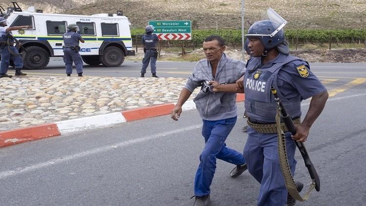 اعتقال 153 شخصا في جنوب إفريقيا على خلفية أعمال شغب