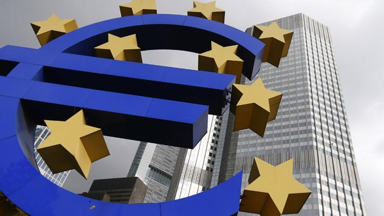 اليورو يهبط لأدنى مستوى في 11 عاما دون 1.13 دولار