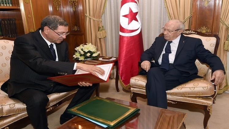 تونس: تأجيل جلسة منح الثقة إلى حكومة الحبيب الصيد