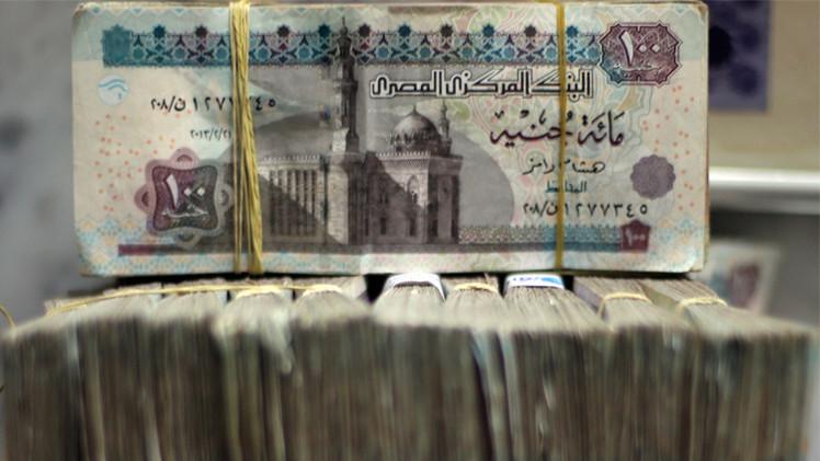 الجنيه المصري يسجل انخفاضا قياسيا أمام الدولار
