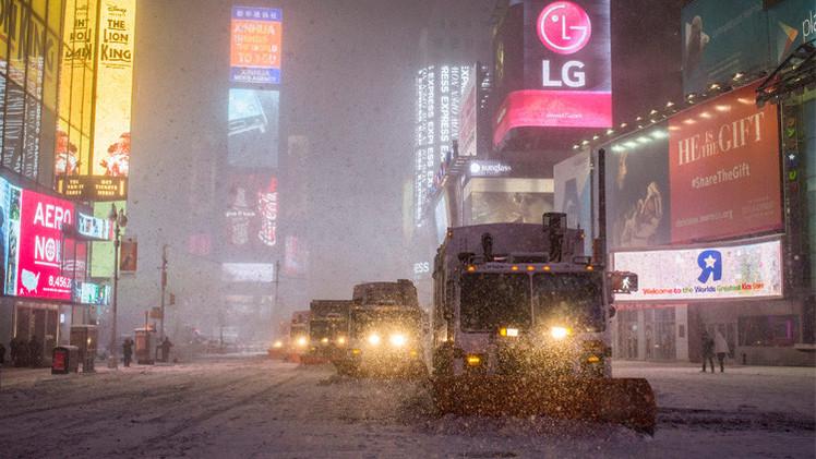الساحل الشرقي للولايات المتحدة يستعد لعاصفة ثلجية تاريخية