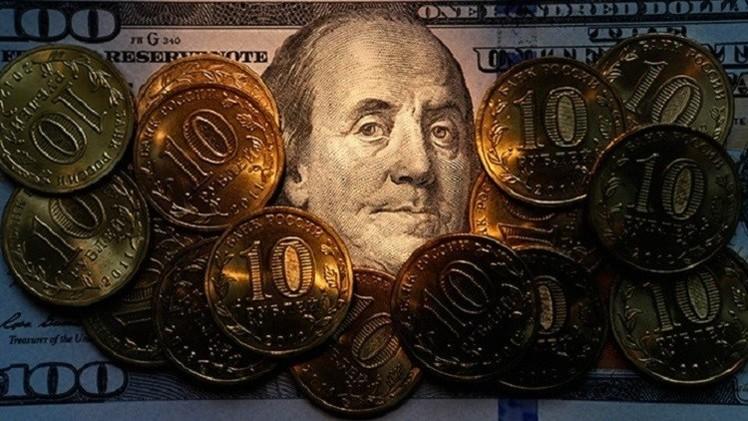 الروبل يعوض بعض خسائر الإغلاق أمام الدولار واليورو