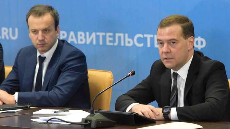 مدفيديف: قرار تخفيض تصنيف روسيا الائتماني سياسي بحت