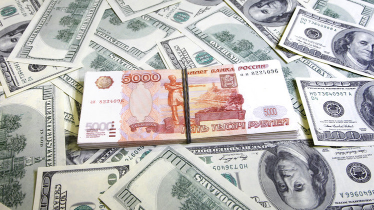العملة الروسية تتراجع بعد انخفاض أسعار النفط