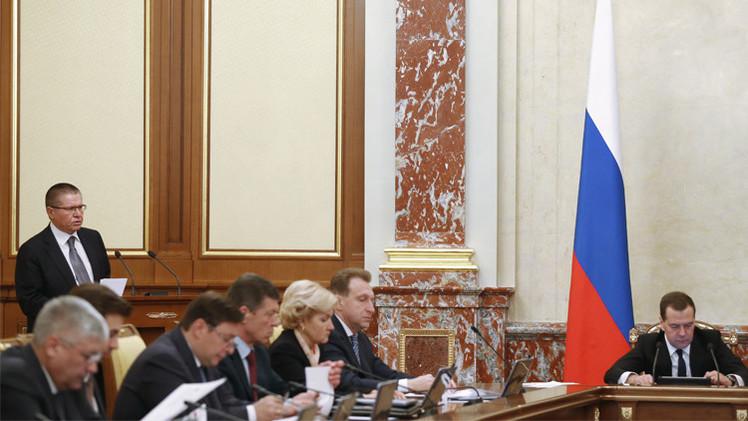 الحكومة الروسية تدعو إلى التنفيذ الفوري لخطة مكافحة الأزمة