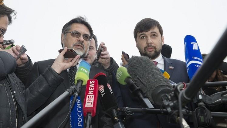 ميركل وبوروشينكو يدعوان لاستمرار الحوار حول أوكرانيا في إطار النورماندي