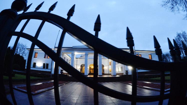 هولاند وميركل وبوروشينكو يدعون إلى وقف إطلاق النار في دونباس