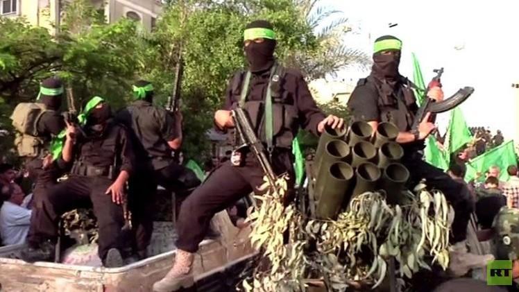غزة.. أنصار حماس يعتصمون أمام سفارة مصر للتنديد بتصنيف