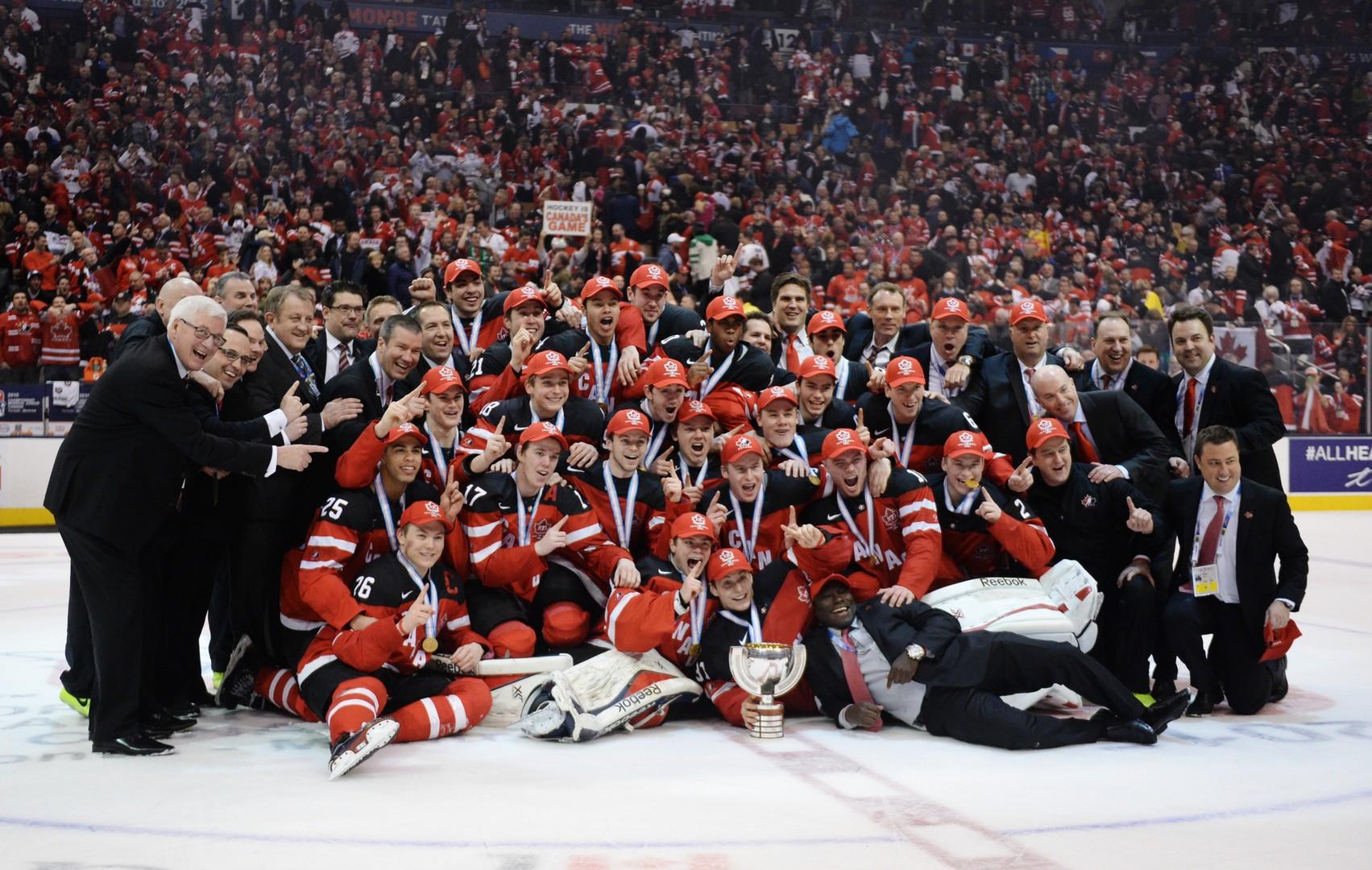 بالصور  .. روسيا تكتفي بالمركز الثاني في كأس العالم لهوكي الجليد