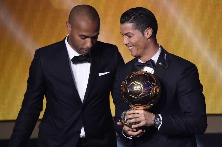 البرتغالي كريستيانو رونالدو يتوج بجائزة الكرة الذهبية 2014