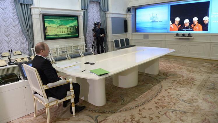 روسيا تتابع الاستثمار في المشاريع النفطية رغم تراجع الأسعار