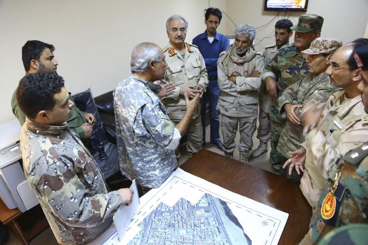 حفتر .. وسر الإعلان المتكرر عن إعادته  إلى جيش ليبيا