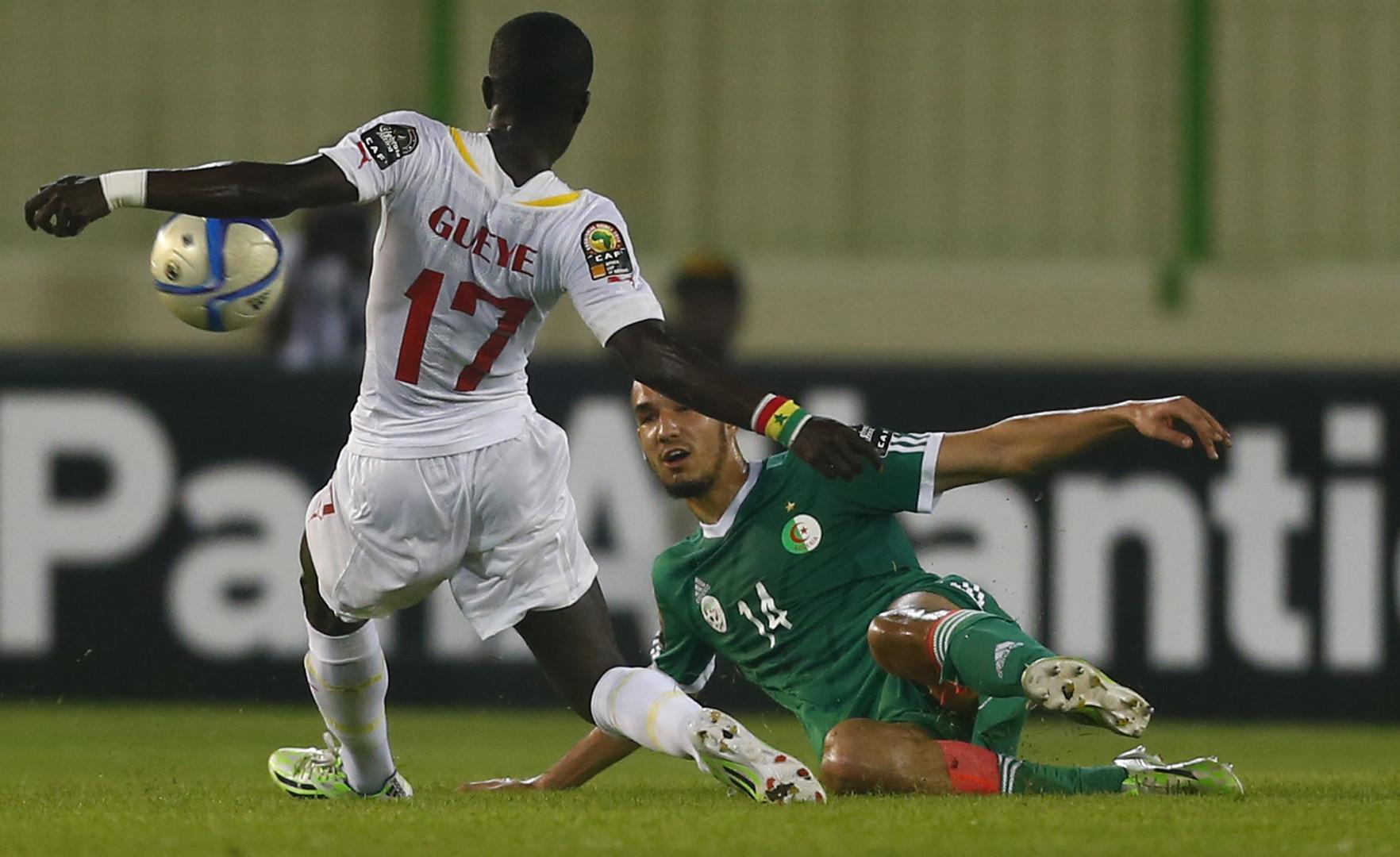 الجزائر إلى الدور الثاني لكأس أمم إفريقيا وبن طالب يسجل هدفا صاروخيا (فيديو)