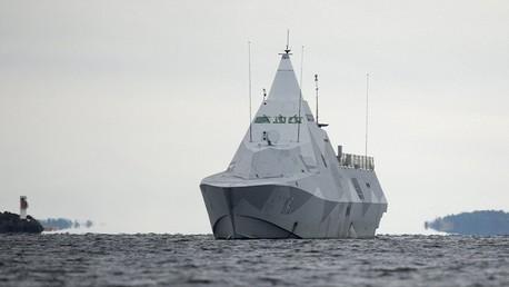 سفينة سويدية مجهزة بوسائل اكتشاف الغواصات