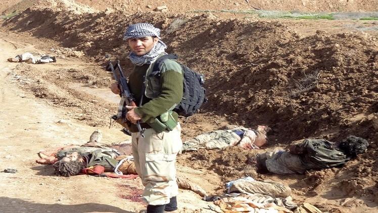 داعش يعدم رجل دين مسيحيا واكتشاف مقبرة جماعية للأطفال الإيزيديين