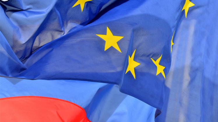بروكسل تدرس توسيع العقوبات ضد مواطنين روس وأوكرانيين