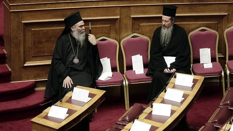 نواب البرلمان اليوناني يؤدون اليمين الدستورية