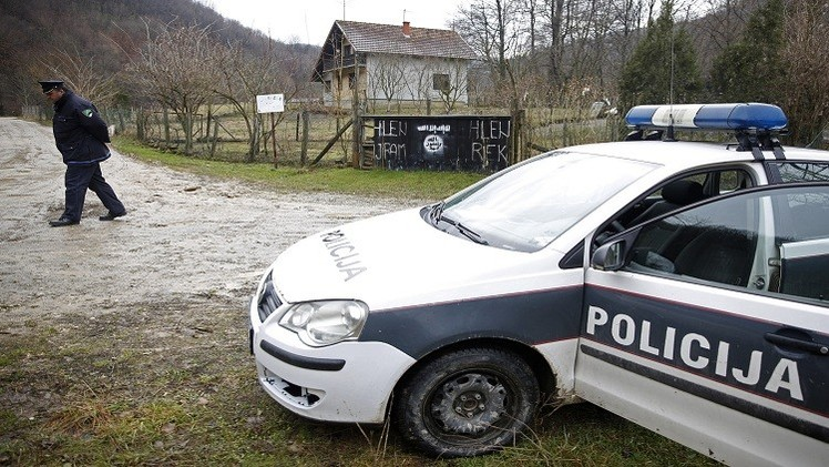 الشرطة البوسنية تزيل أعلام