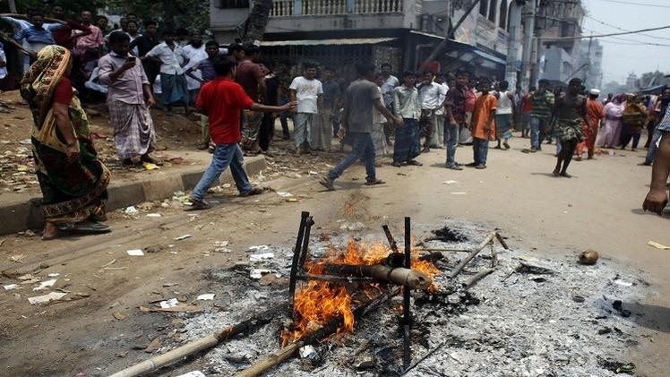 بنغلادش.. 9 قتلى بينهم طفلان بإلقاء قنابل حارقة على حافلة وشاحنة