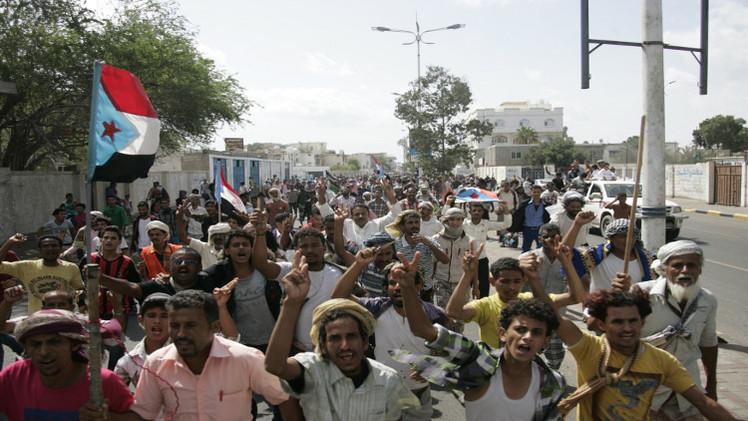 7 محافظات في اليمن ترفض الإعلان الدستوري للحوثيين