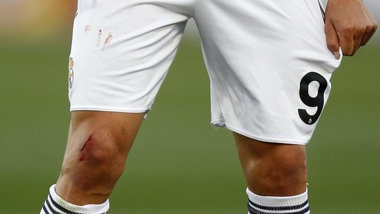 ركبة رونالدو تؤرق حياته في الملعب