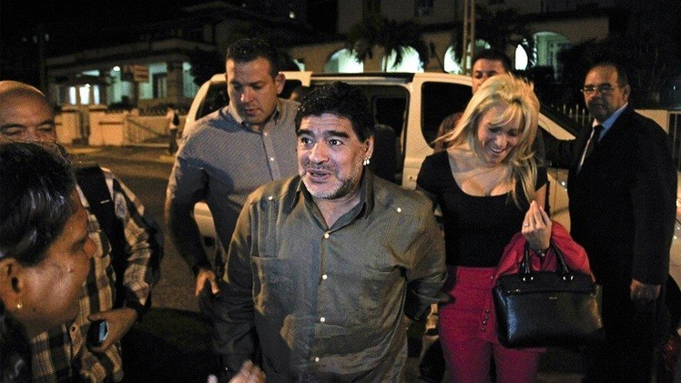 بالصور.. مارادونا بعد عملية تجميل
