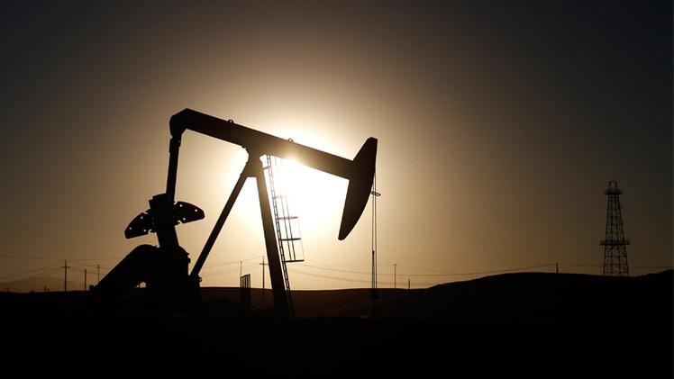 خام برنت يهبط دون 55 دولارا بعد صدور بيانات مخزون النفط الأمريكي