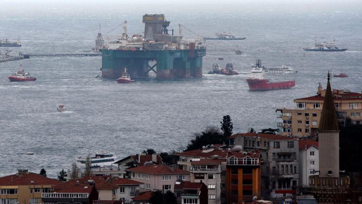 مقتل 3 وفقدان 6 في انفجار منصة غاز بحرية بالبرازيل