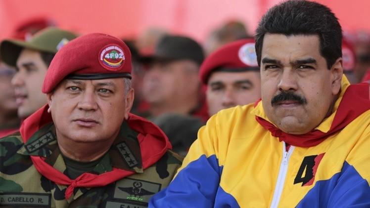 مادورو يعلن إحباط محاولة انقلاب ومظاهرات مناهضة ومؤيدة تعم البلاد (فيديو)