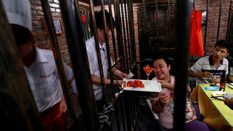 مدينة تجارية صغيرة تبنى في سجن صيني